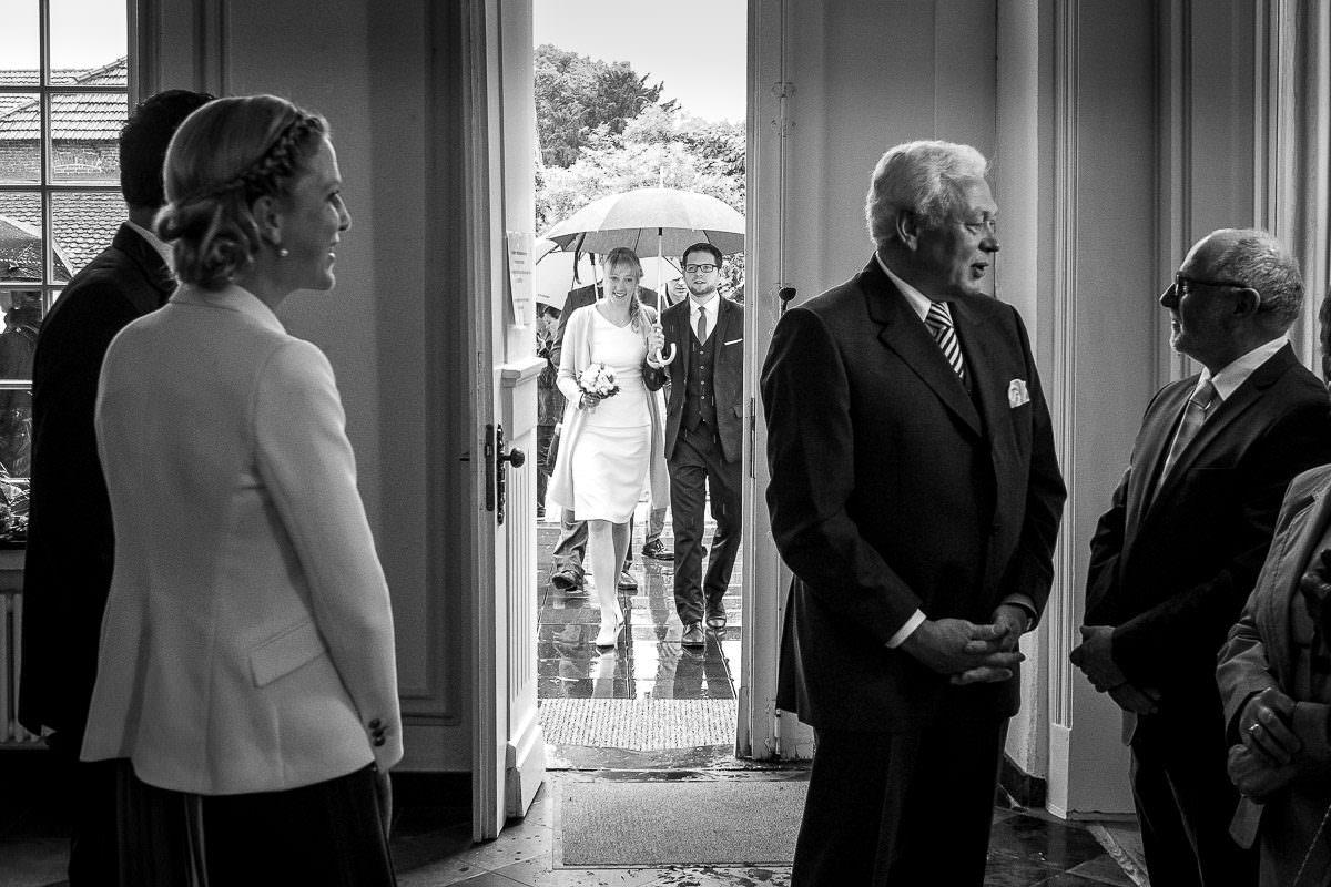 Hochzeitsfotos im Standesamt mit Hochzeitsfototgrafin Düsseldorf