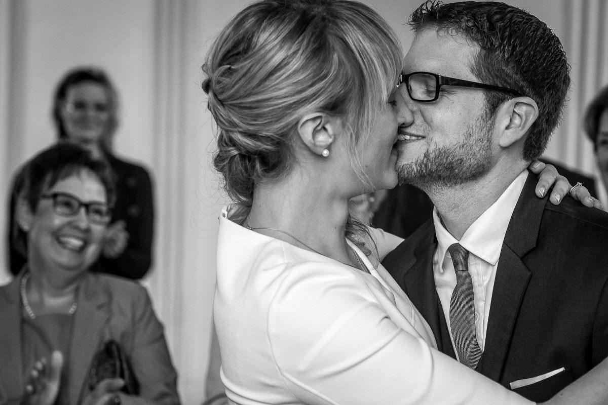 Kuss nach der Trauung
