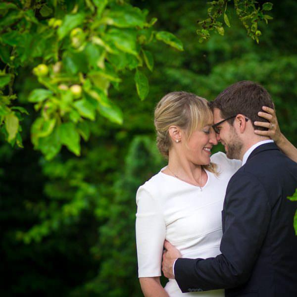 Brautpaarshooting im Wald mit Hochzeitsfotografin Düsseldorf