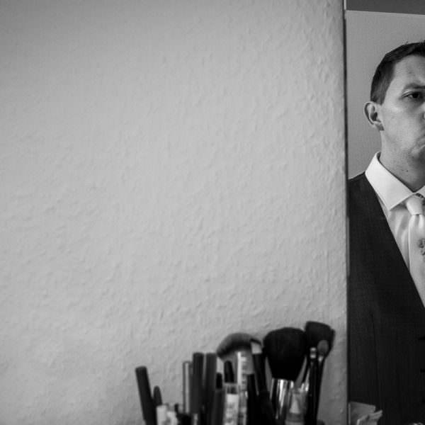 Vorbereitung Bräutigam mit Hochzeitsfotograf Solingen
