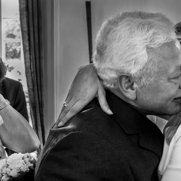 Brautvater glücklich mit Tochter