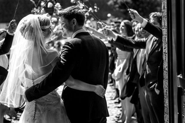 Hochzeitsempfang mit Rosenspalier