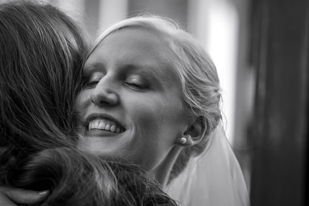 Braut mit Trauzeugin Düsseldorf