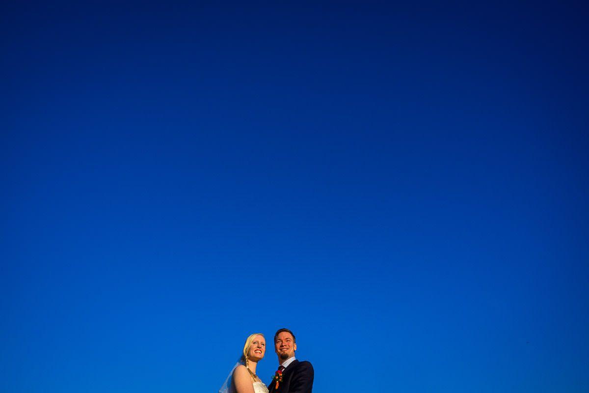 Hochzeitsfotos vor blauem Himmel