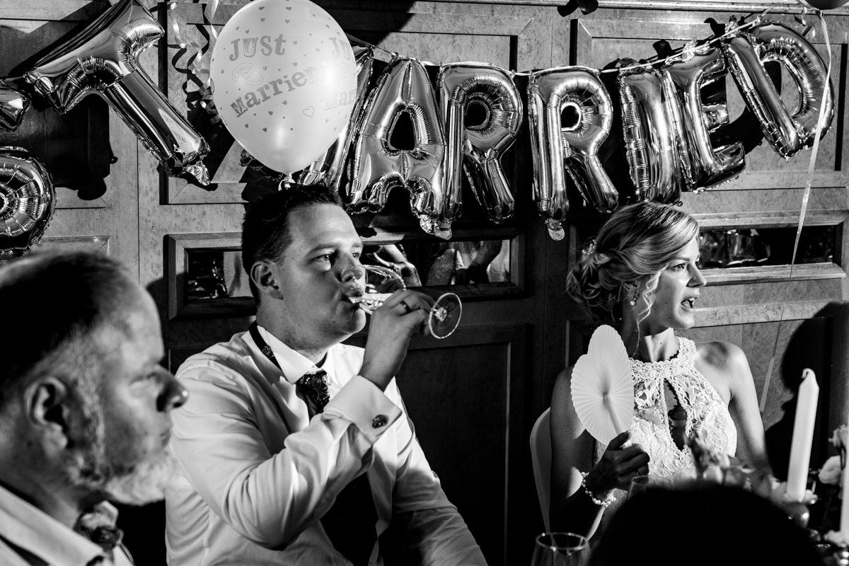 Coole Blitzfotos bei Hochzeit im Restaurant Deichgraf Duesseldorf mit Hochzeitsfotograf Duesseldorf