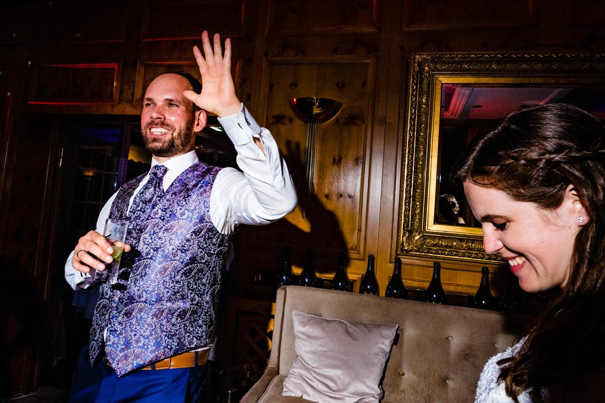 Coole Hochzeitsfotos bei Party Hochzeit ohne Kitsch Deichgraf Duesseldorf mit bester Hochzeitsfotograf Duesseldorf