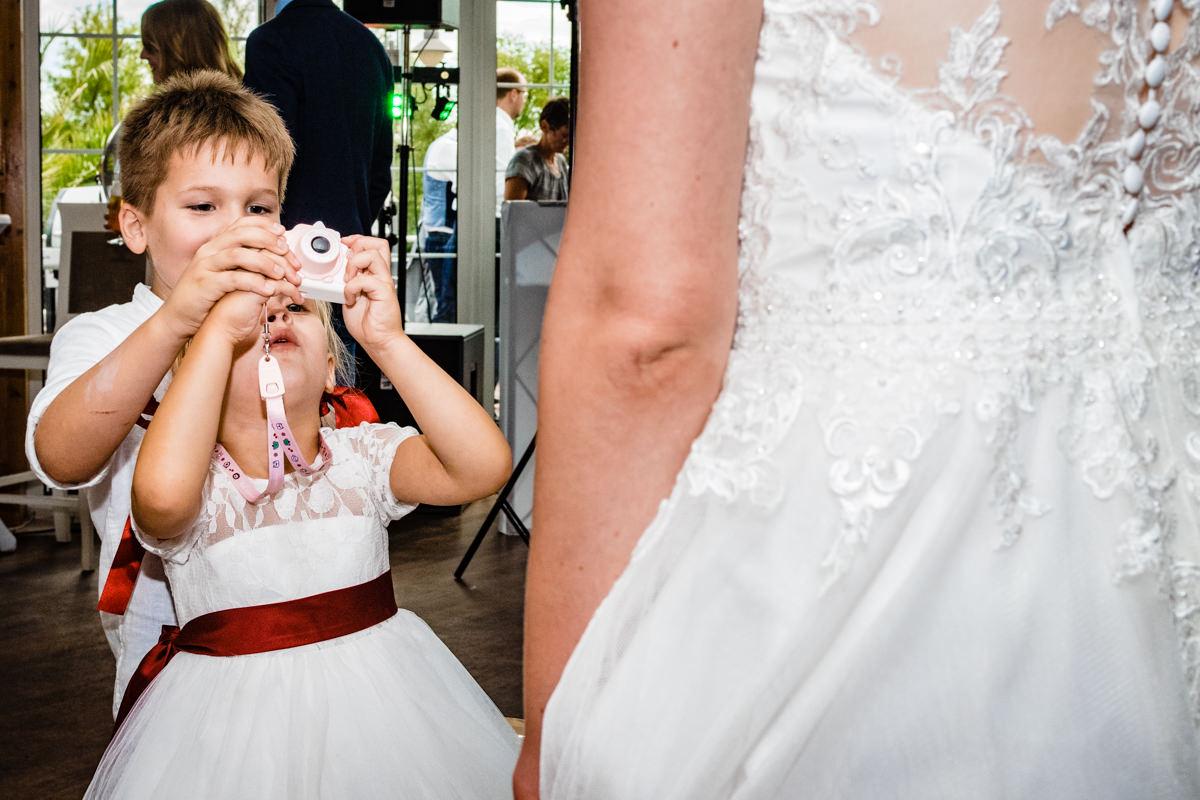 Dokumentarische Hochzeitsreportage mit Kindern Deichgraf Duesseldorf mit beste Hochzeitsfotograf Duesseldorf