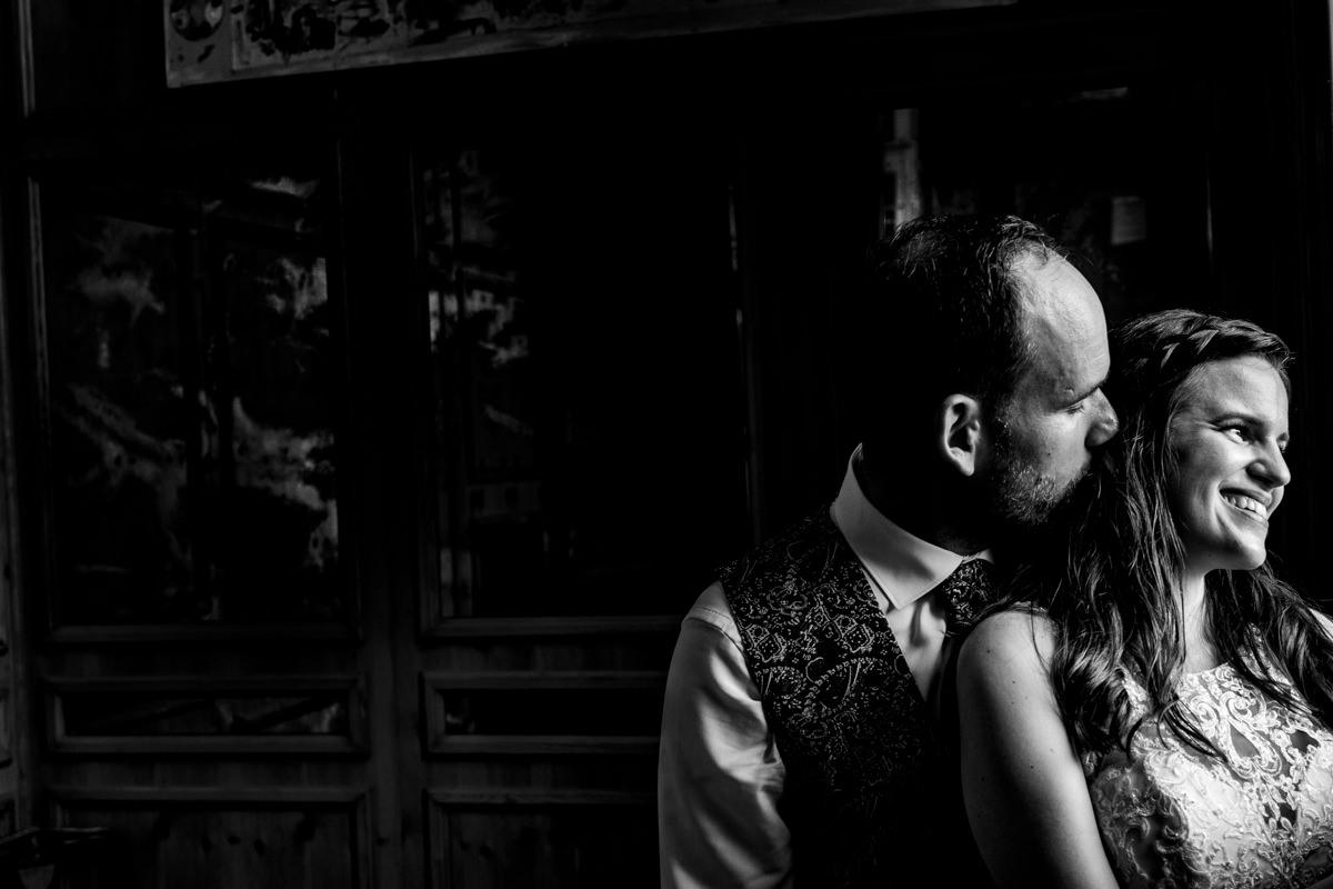 Edle Brautpaarfotos bei Trauung Haus Deichgraf Duesseldorf mit Hochzeitsfotograf Duesseldorf