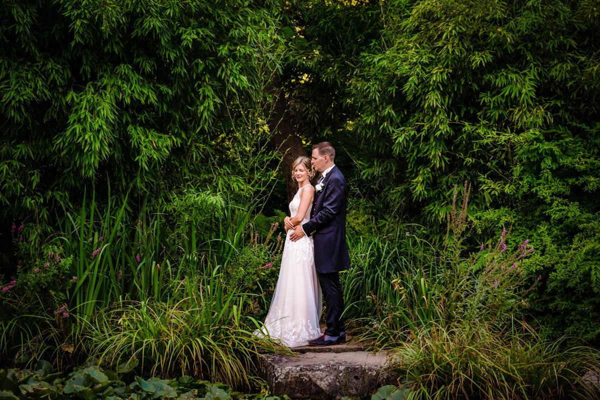 Elegante Brautpaarfotos im Volksgarten Duesseldorf mit Hochzeitsfotograf Duesseldorf-2