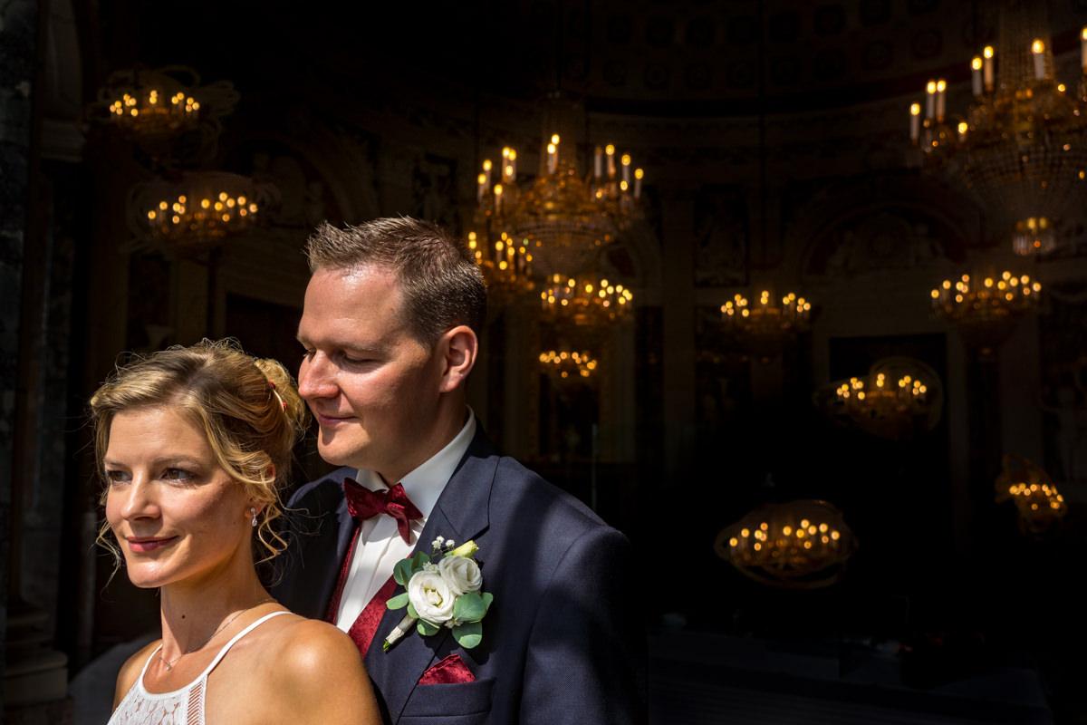 Elegantes Brautpaarshooting auf Schloss Benrath mit Hochzeitsfotograf Duesseldorf-2