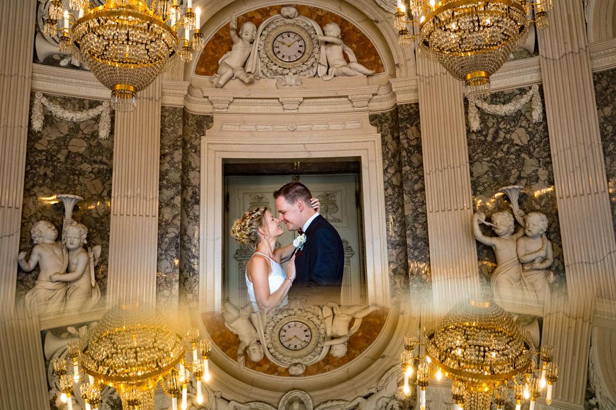 Elegantes Brautpaarshooting auf Schloss Benrath mit Hochzeitsfotograf Duesseldorf