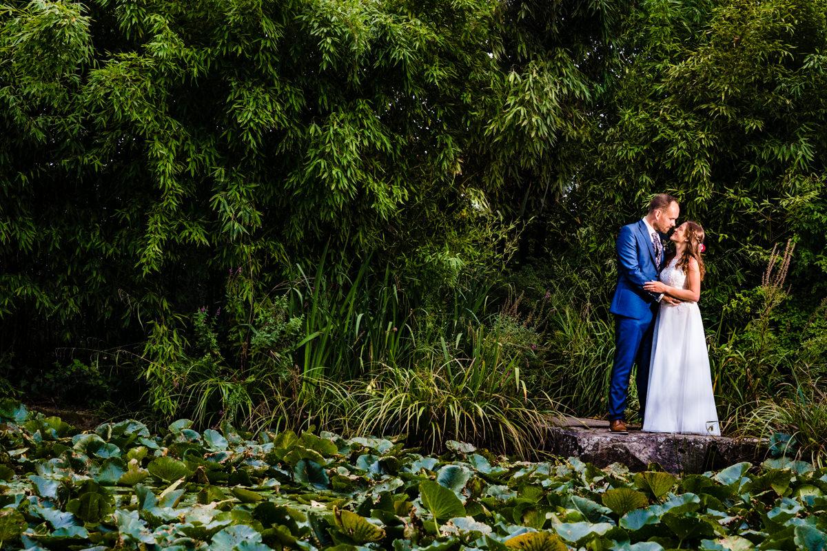 Elegantes Brautpaarshooting bei Hochzeit Deichgraf Duesseldorf mit beste Hochzeitsfotograf Duesseldorf
