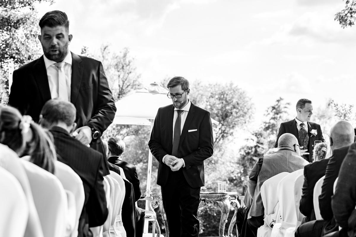 Freie Trauung mit Freunden im Deichgraf Duesseldorf und Bester Hochzeitsfotograf Duesseldorf