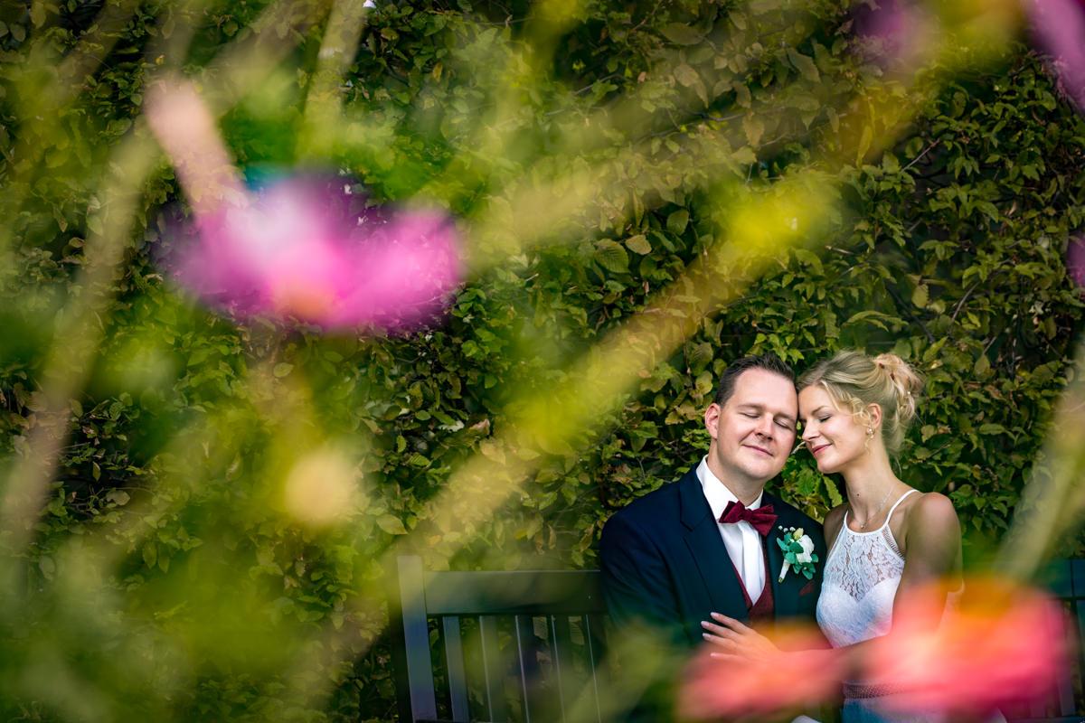 Grossartiges Brautpaarshooting auf Schloss Benrath mit Hochzeitsfotograf Duesseldorf