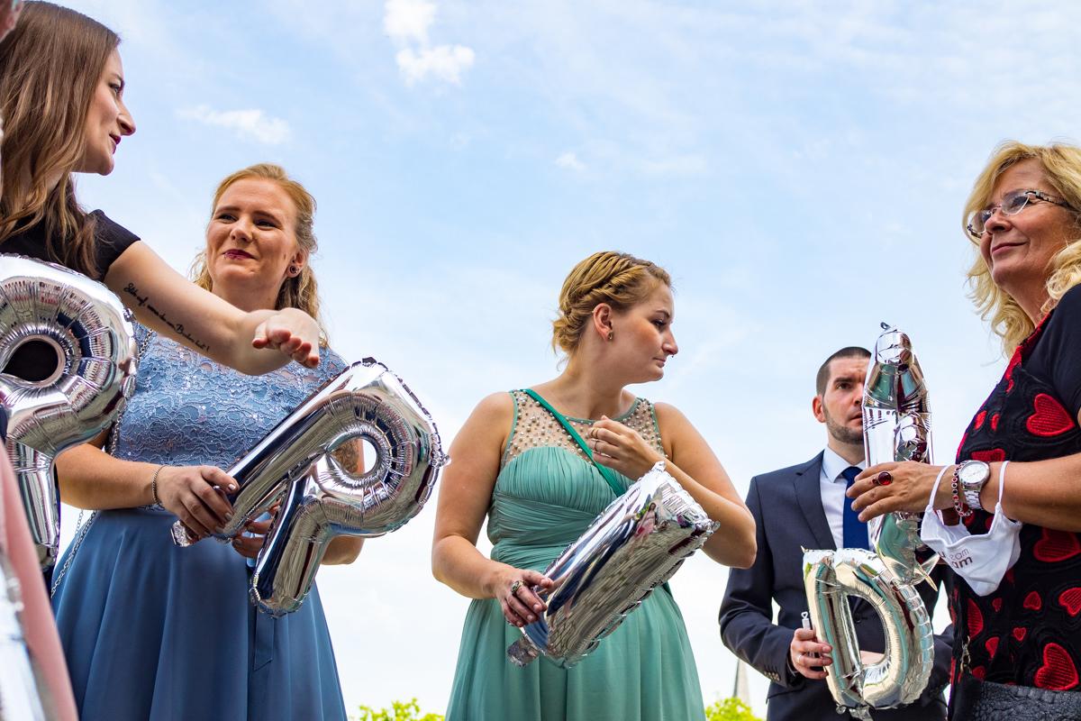 Hochzeitsballons Schloss Benrath mit Hochzeitsfotograf Duesseldorf