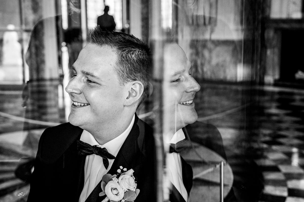 Hochzeitsfoto ohne Kitsch mit Hochzeitsfotograf Schloss Benrath