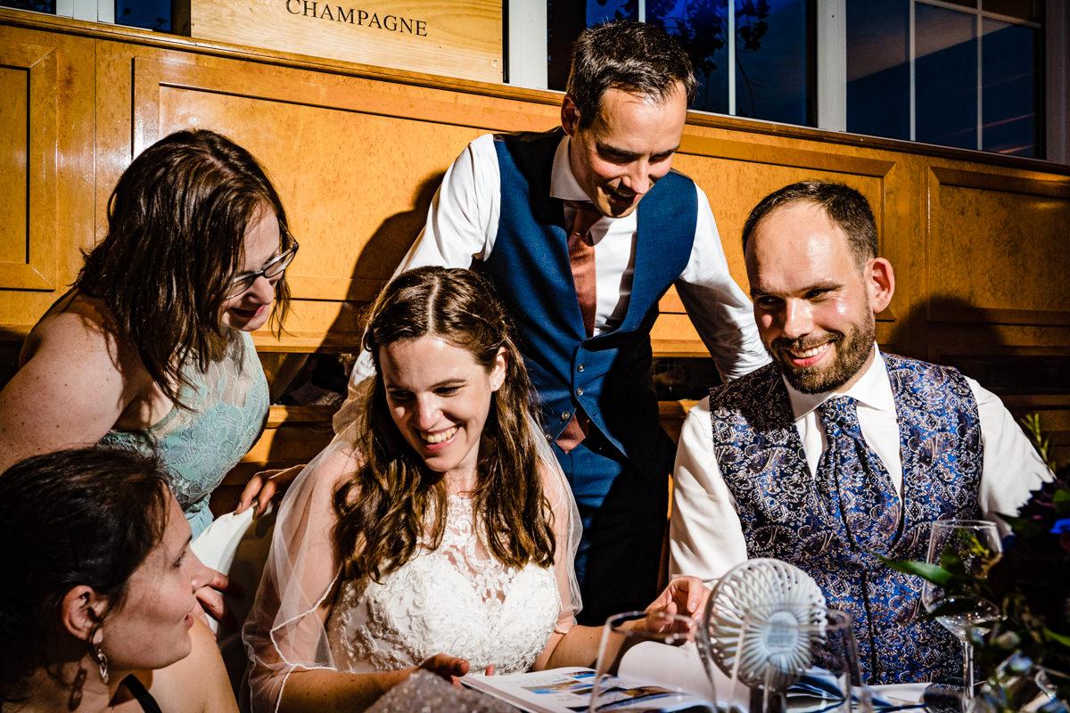 Hochzeitsgeschenk Hochzeitsfotos ohne Kitsch Deichgraf Duesseldorf mit bester Hochzeitsfotograf NRW