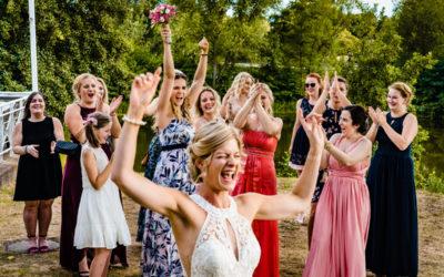Wenn die Richtige den Brautstrauss fängt – Hochzeit Deichgraf Düsseldorf