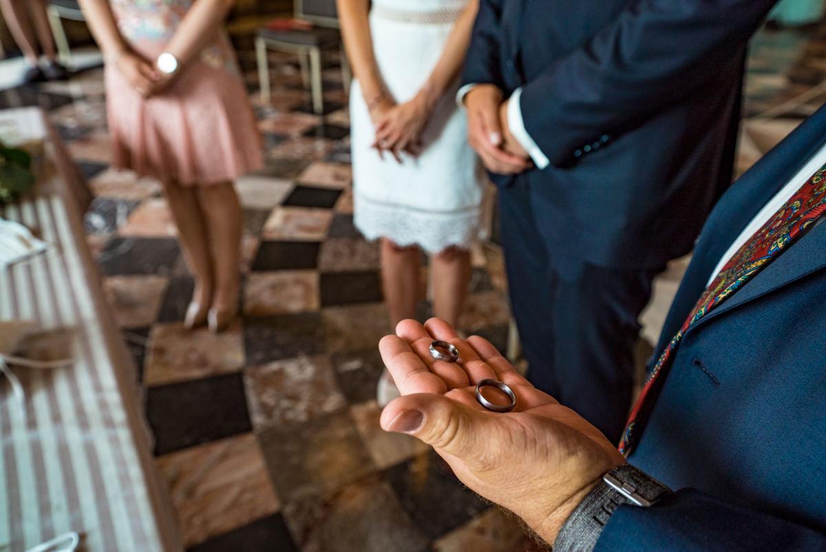 Trauringe fuer Hochzeit auf Schloss Benrath