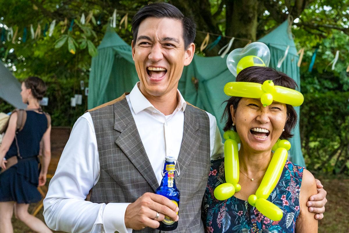 Braeutigam mit Mutter mit Hochzeitsfotograf Duesseldorf