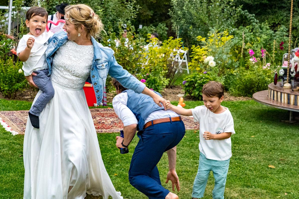 Braut bei DIY Hochzeit Solingen mit Hochzeitsfotograf Solingen