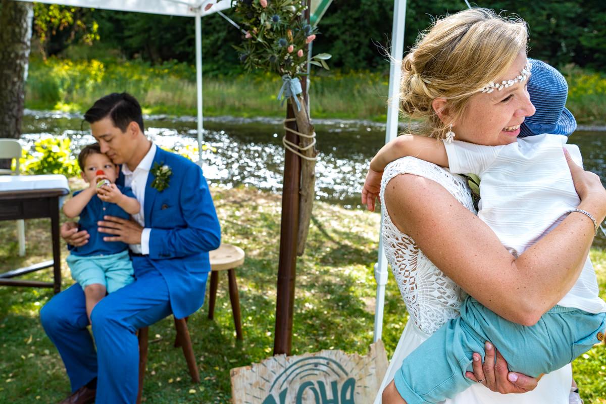 Brautpaar mit Kindern Solingen mit Hochzeitsfotograf Solingen