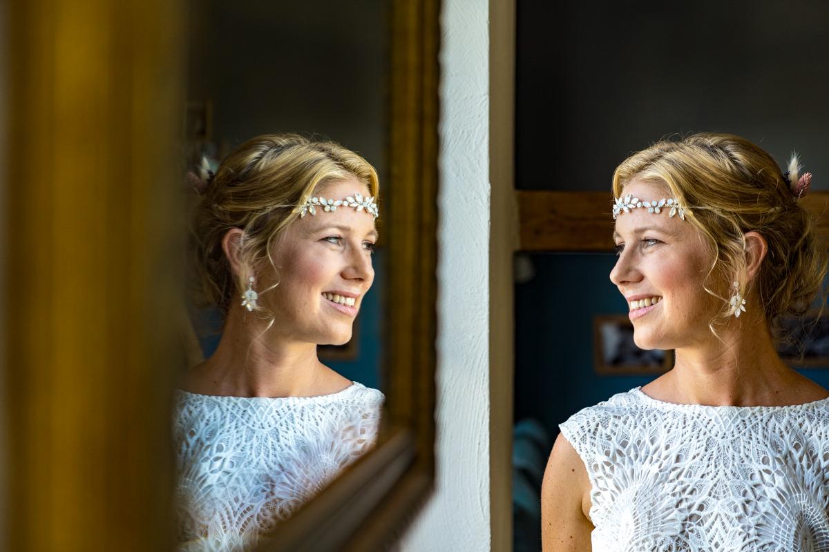 Brautportrait vor Spiegel Hochzeitsfotograf Solingen
