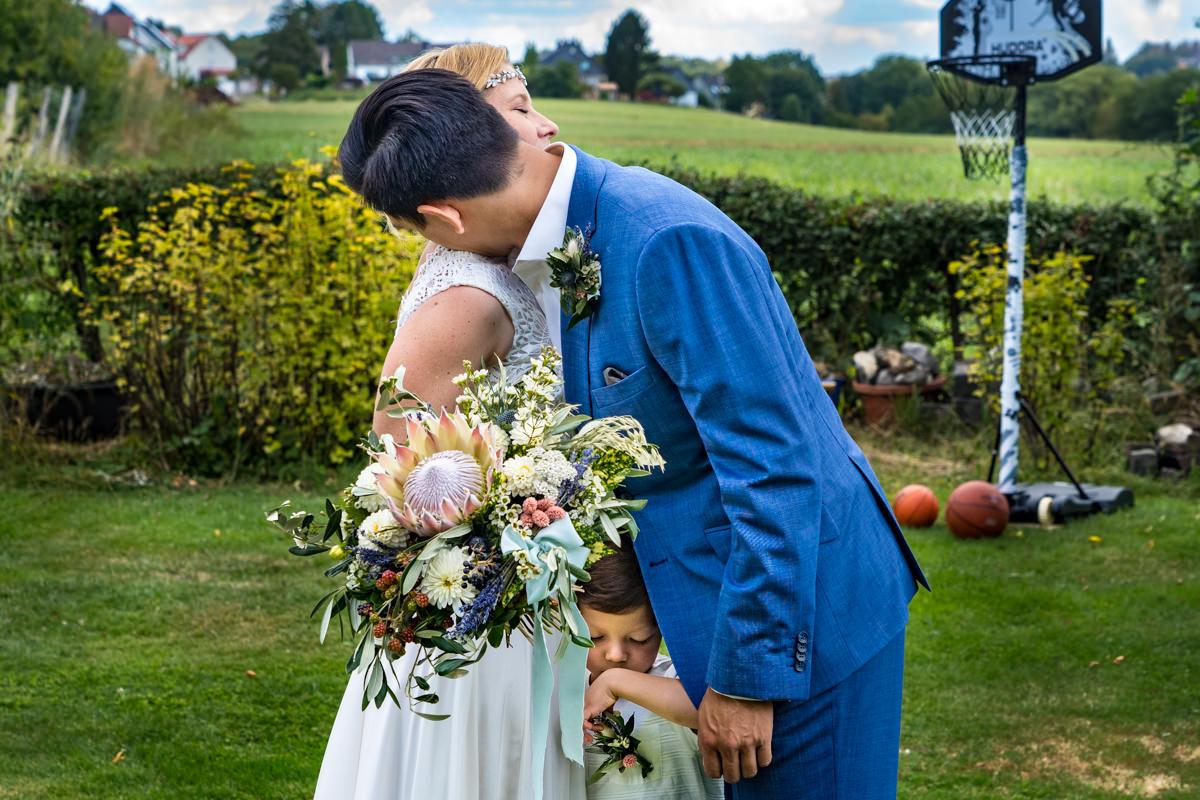First Look Brautpaar mit Kindern Hochzeitsfotograf Duesseldorf