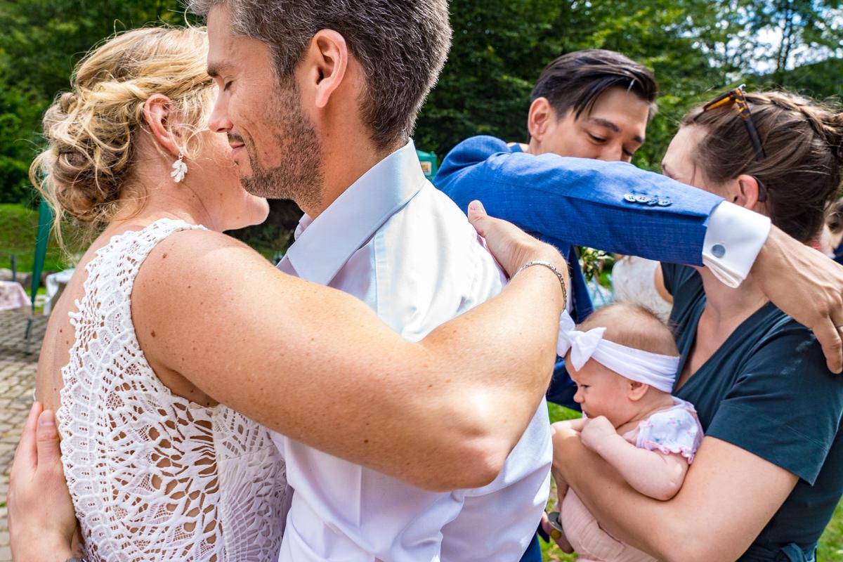 Gratulation Hochzeitspaar bei Trauung Balkhauser Kotten Solingen