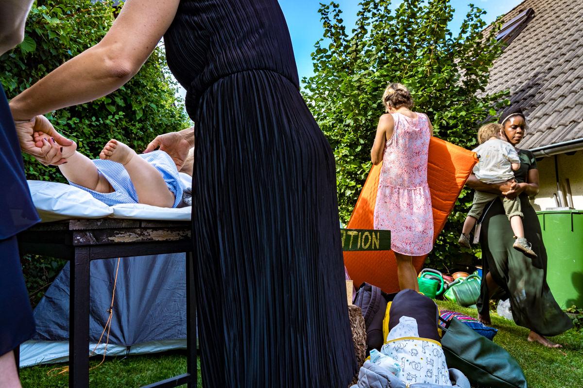 Hochzeit mit Kinden im Garten mit Hochzeitsfotograf Solingen