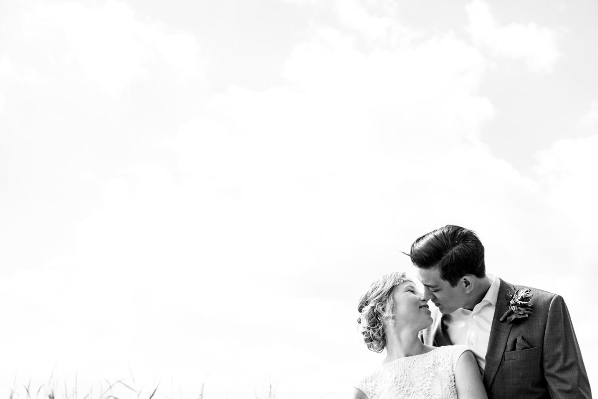 Kuss Brautpaar mit Hochzeitsfotograf Duesseldorf