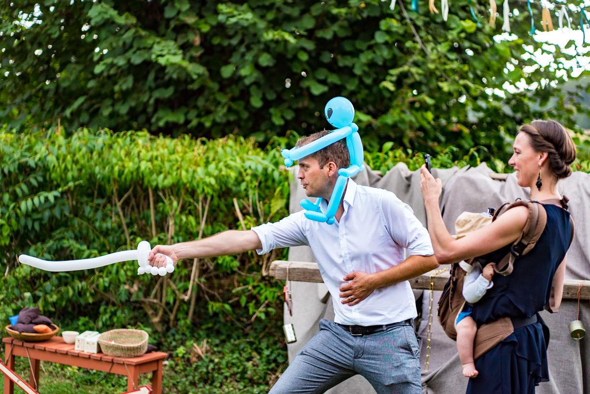 Luftballon Modellage fuer DIY Hochzeit mit Hochzeitsfotograf Duesseldorf