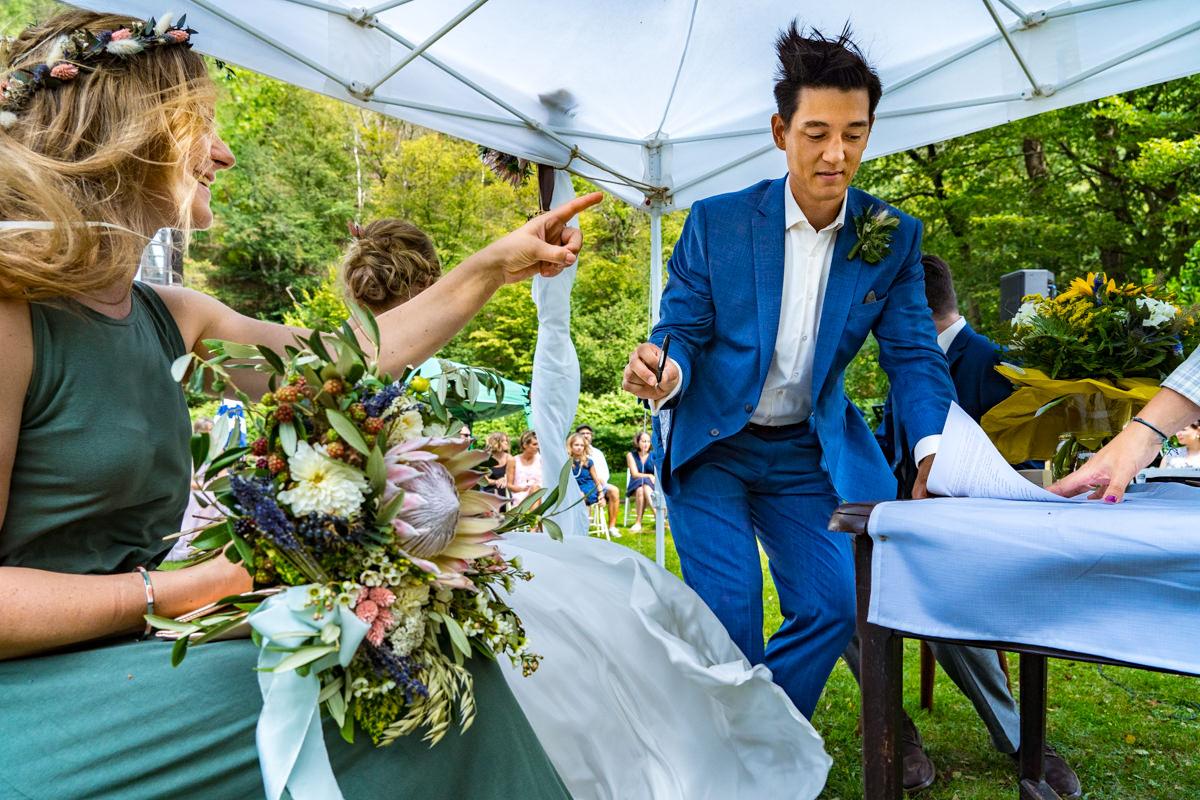 Wind bei freier Trauung mit Hochzeitsfotograf Duesseldorf