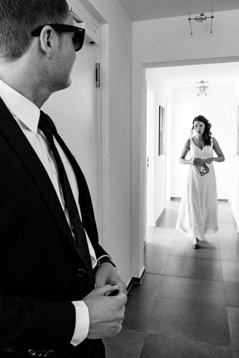 Bräutigam und Braut auf dem Weg zur Hochzeit Solingen