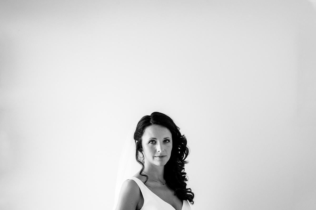 Brautfoto mit Brautkleid von Kaviar Gauche mit Hochzeitsfotograf Solingen-2