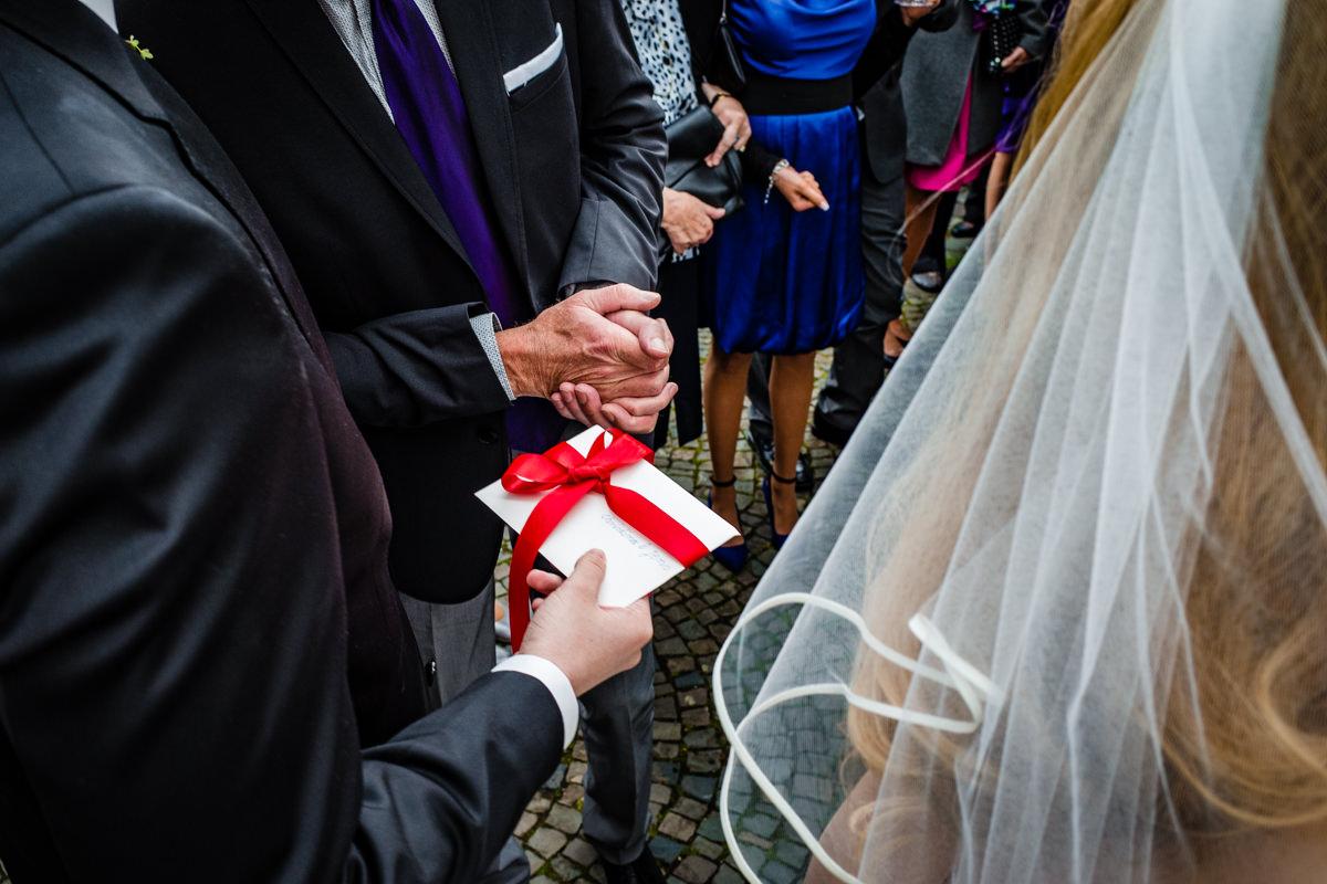 Hochzeitsgaeste bei Hochzeitsfeier Solingen mit Hochzeitsfotograf Solingen