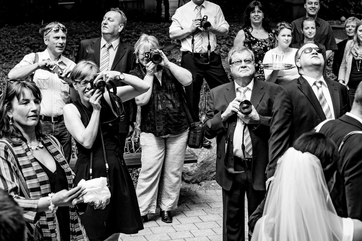 Hochzeitsgaeste bei Trauung Standesamt Solingen