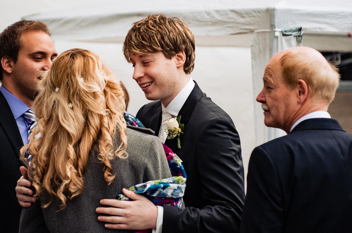Hochzeitsgesellschaft bei kirchlicher Trauung Solingen