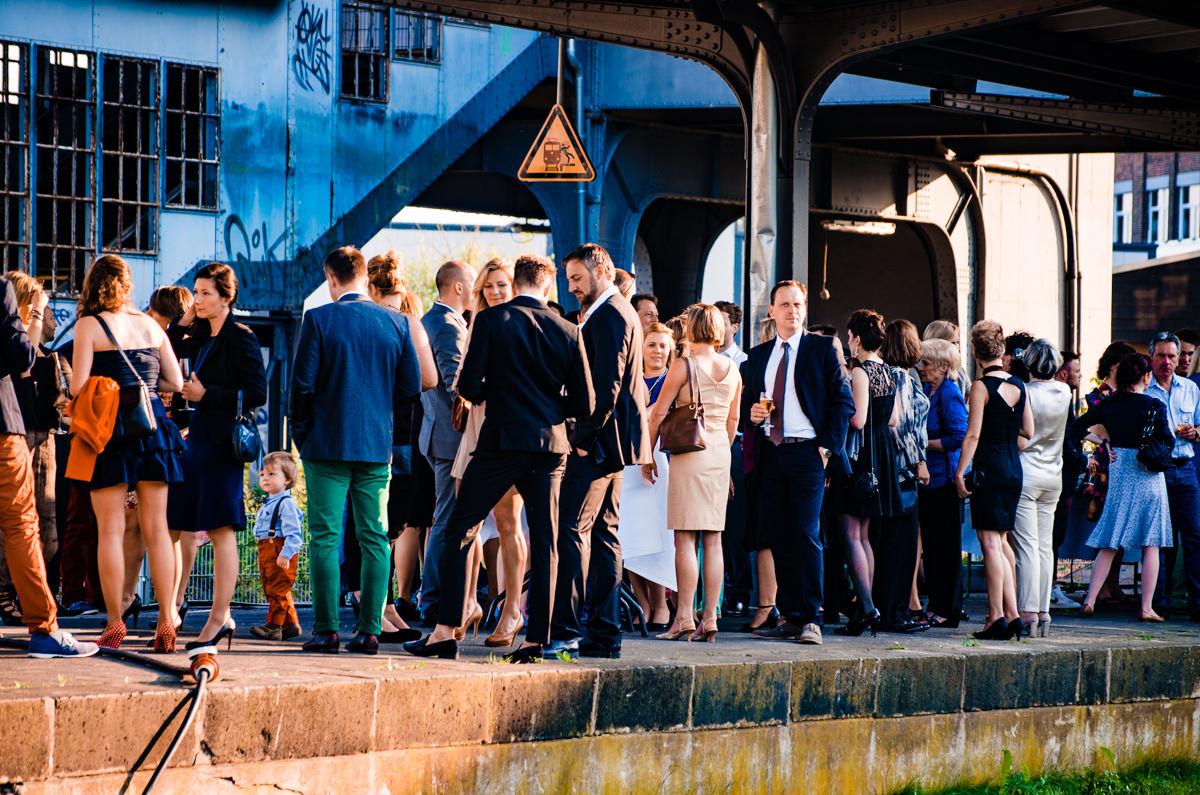 Hochzeitsgesellschaft im Alten Bahnhof Steinhaus Solingen mit Hochzeitsfotograf Solingen