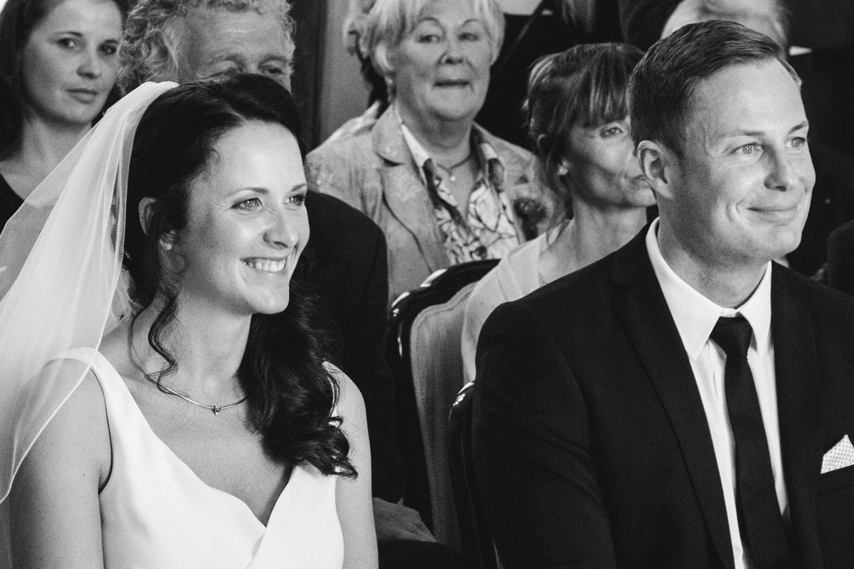 Hochzeitspaar im Standesamt Solingen Haus Kirschheide mit Hochzeitsfotograf Solingen