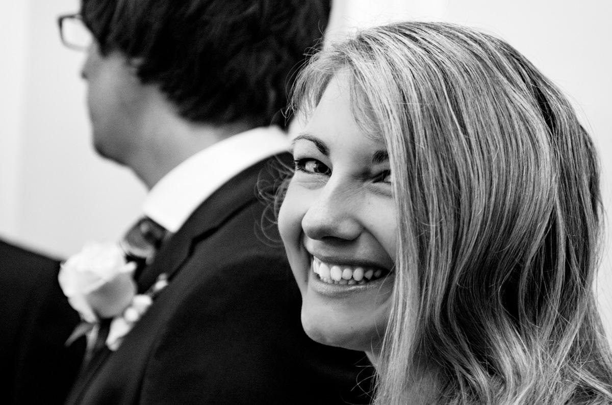 Braut vor Trauung Standesamt Solingen Haus Kirschheide mit Hochzeitsfotograf Solingen