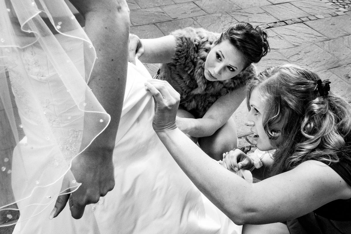 Brautkleid Solingen bei kirchlicher Trauung Solingen mit Hochzeitsfotograf