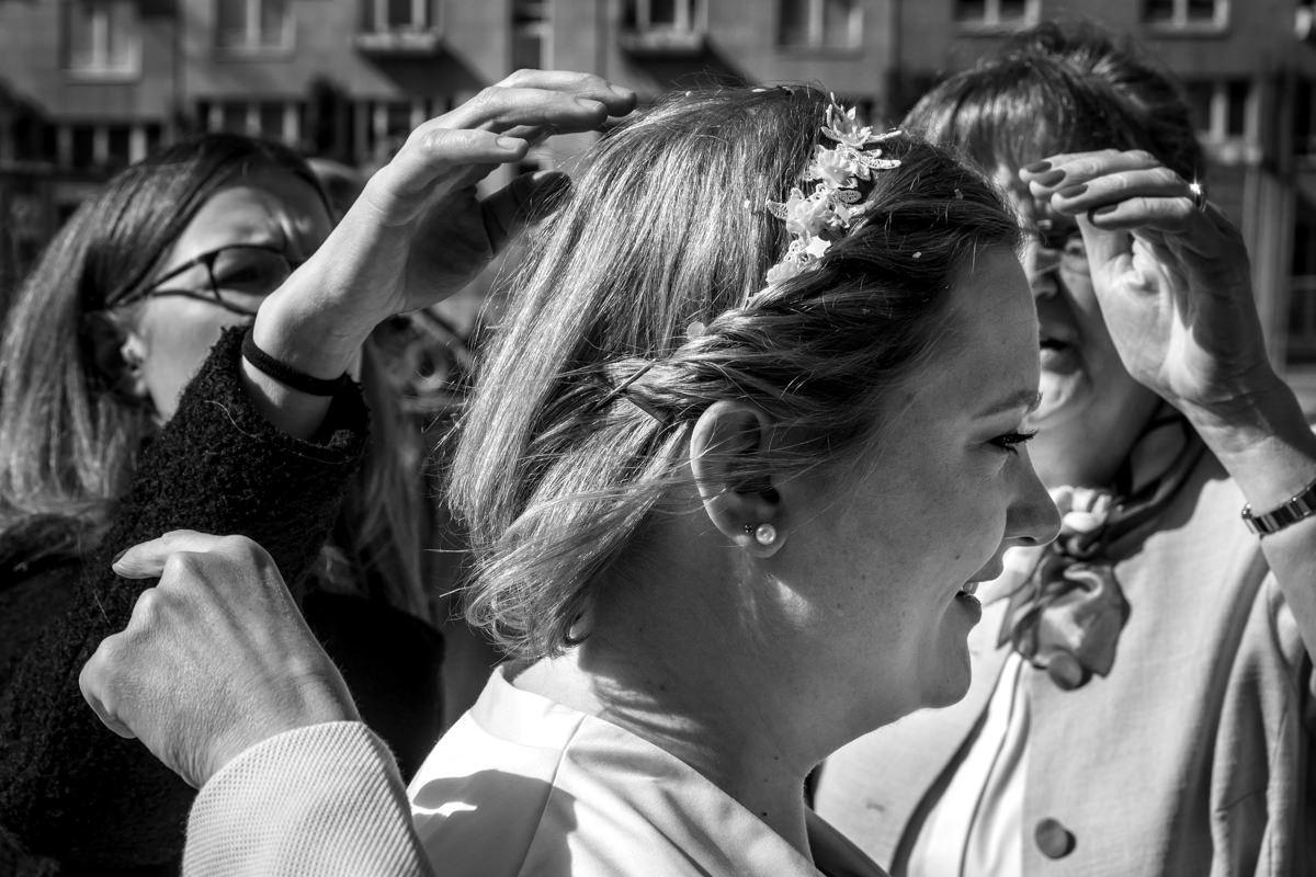 Brautpaar bei Hochzeit im Standesamt Rathaus Köln mit Hochzeitsfotograf Köln-3