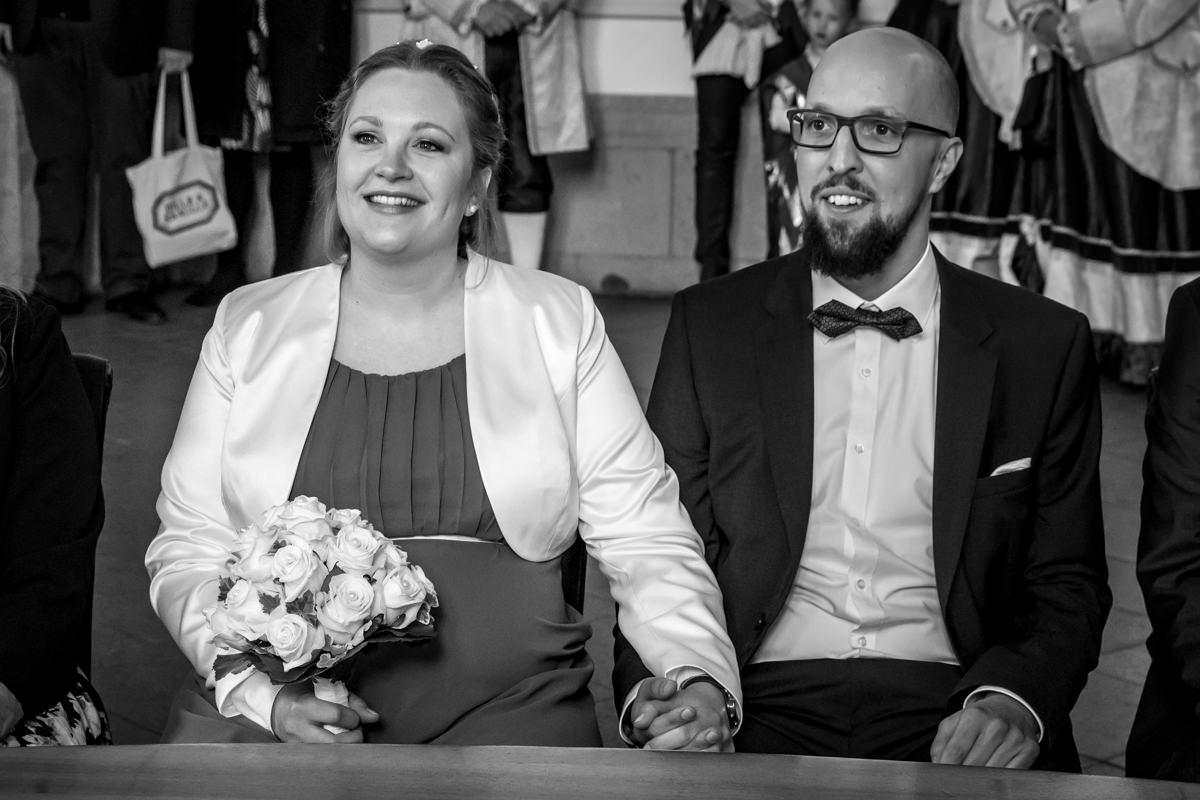 Brautpaar im Standesamt Rathaus Koeln mit Hochzeitsfotograf Koeln-2