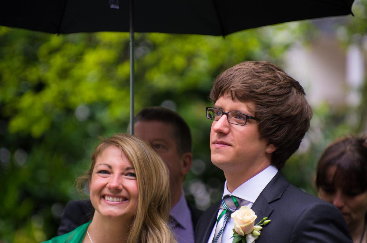 Brautpaar vor Trauung Standesamt Solingen Haus Kirschheide mit Hochzeitsfotograf Solingen