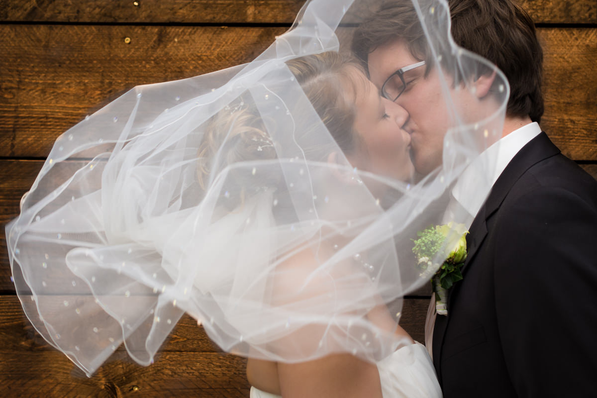 Brautpaarshooting bei Hochzeitsfeier in Restaurant Ruedenstein Solingen-2