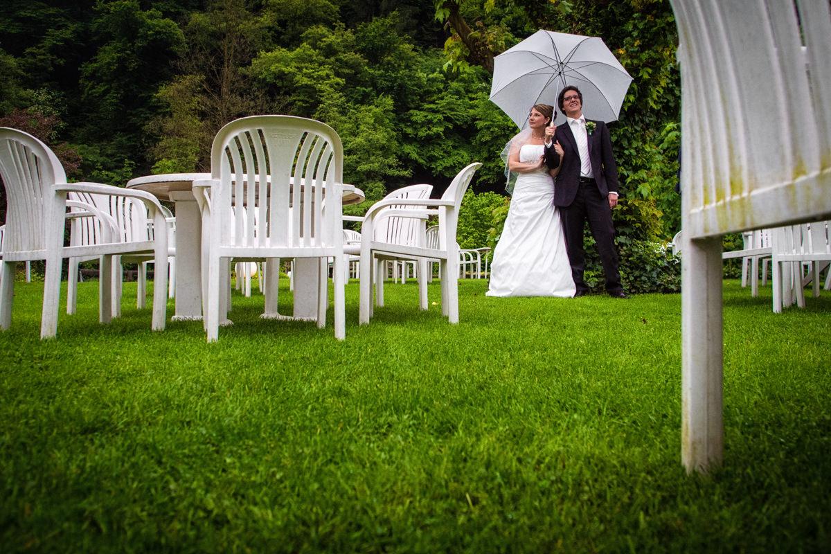 Brautpaarshooting bei Hochzeitsfeier in Restaurant Ruedenstein Solingen