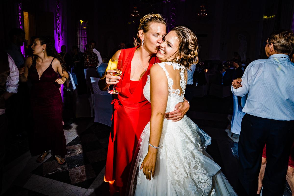 Coole Partyfotos bei Hochzeitsparty Bonn mit Hochzeitsfotograf Bonn-11