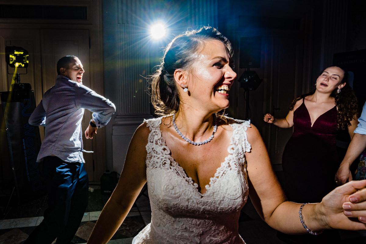 Coole Partyfotos bei Hochzeitsparty Bonn mit Hochzeitsfotograf Bonn-12