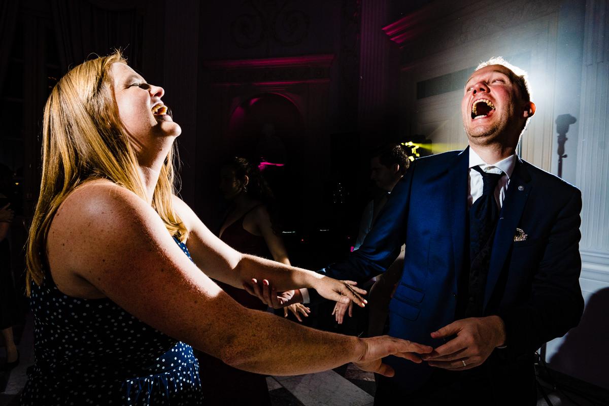Coole Partyfotos bei Hochzeitsparty Bonn mit Hochzeitsfotograf Bonn-13
